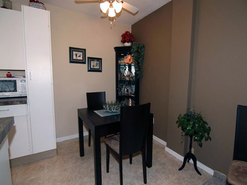 photo of dining room in Willow Estates