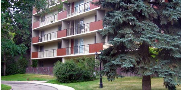 photo of building facade of Willow Estates